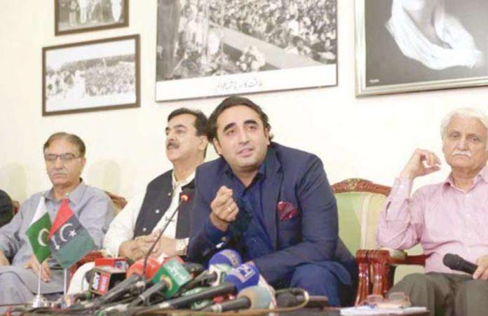 اسلام آباد: پیپلزپارٹی کے چیئرمین بلاول زرداری پریس کانفرنس کررہے ہیں