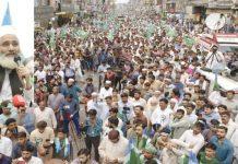 فیصل آباد: امیر جماعت اسلامی پاکستان سینیٹر سراج الحق گھنٹہ گھر چوک میں عوامی مارچ کے شرکا سے خطاب کررہے ہیں