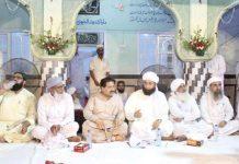 وزیر محنت و افرادی قوت سندھ غلام مرتضیٰ بلوچ جامعہ نعیمیہ ملیر میں سالانہ تقریب میں شریک ہیں
