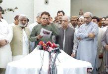 ایاز لطیف پلیجو،غوث علی شاہ،ارباب غلام رحیم،سردار رحیم اور صفدر عباسی پریس کانفرنس سے خطاب کر رہے ہیں