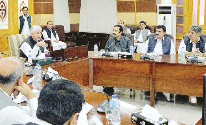 پشاور: وزیراعلیٰ خیبرپختوانخوا محمود خان حکومتی کارکردگی سے متعلق اجلاس کی صدارت کررہے ہیں