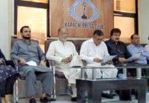 پاک سرزمین کے رہنما ڈاکٹرارشد وہراسابق اراکین اسمبلی کے ساتھ پریس کانفرنس کررہے ہیں
