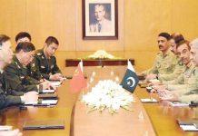 راولپنڈی: آرمی چیف جنرل قمر جاوید باجوہ سے چین کی پیپلز لبریشن آرمی کے کمانڈر جنرل ہان وائیگو ملاقات کررہے ہیں