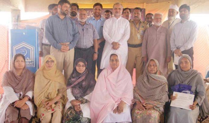 امیر جماعت اسلامی کراچی کا الخدمت فریدہ یعقوب اسپتال کی عید ملن کے موقع پر بہترین کارکردگی کا مظاہرہ کرنے والے کارکنان کے ساتھ گروپ فوٹو
