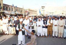کوئٹہ: امیر جماعت اسلامی مولانا عبدالحق ہاشمی محمد مرسی کی غائبانہ نماز جنازہ پڑھا رہے ہیں