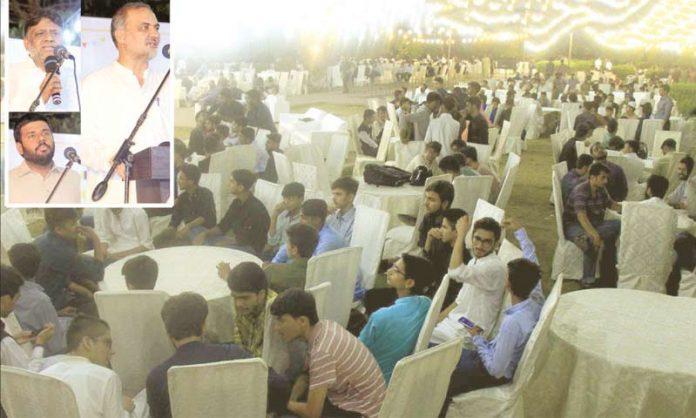 امیر جماعت اسلامی کراچی حافظ نعیم الرحمن، سید معین الدین نیئر اور اسلامی جمعیت طلبہ کے معتمد عام حمزہ صدیقی عثمانیز عید ملن سے خطاب کررہے ہیں
