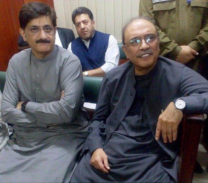 اسلام آباد:آصف زرداری پیشی پر احتساب عدالت میں موجود ہیں،وزیراعلیٰ مراد علی شاہ بھی ساتھ ہیں