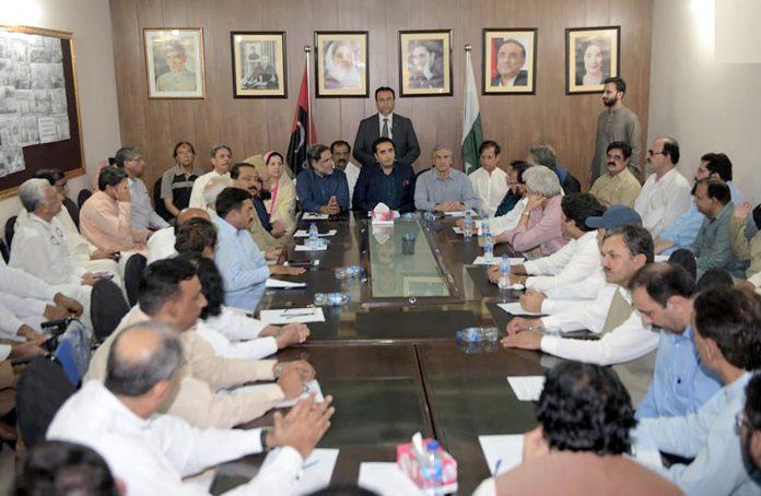 لاہور: چیئرمین پیپلز پارٹی بلاول زرداری عوامی رابطہ مہم کے سلسلے میں اجلاس کی صدارت کررہے ہیں