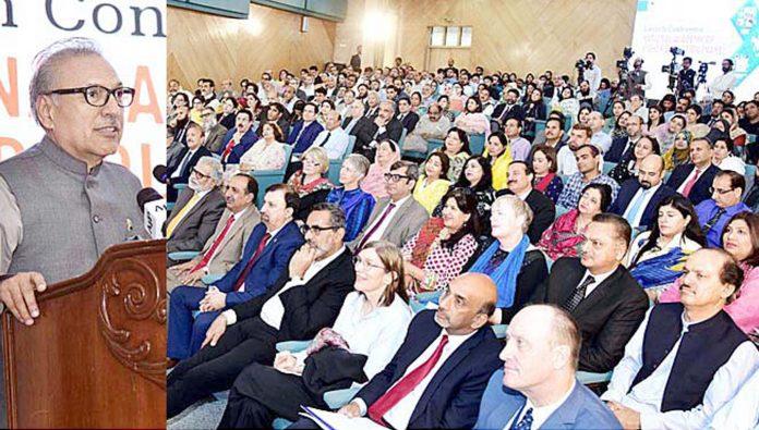 اسلام آباد: صدر مملکت ڈاکٹر عارف علوی ہائیر ایجوکیشن کی قومی اکیڈمی کی افتتاحی تقریب سے خطاب کررہے ہیں