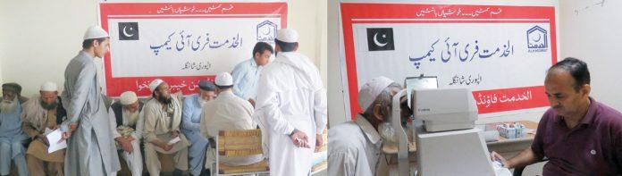 پشاور : الخدمت فائونڈیشن اور ڈوگر ویلفیئر ٹرسٹ کے تحت ڈی ایچ کیو اسپتال الپوری شانگلہ میں مفت طبی آئی کیمپ میں ڈاکٹر مریضوں کا معائنہ کررہے ہیں