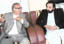 سٹی تاجر اتحاد کے صد ر حماد بونا صدر پاکستان عارف علوی سے ملاقات کے کر رہے ہیں3