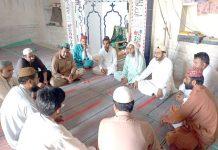 جیکب آباد ضلعی امیر دیدار علی لاشاری اجتماع ارکان سے خطاب کررہے ہیں