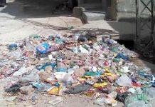 بھٹ شاہ : بلدیہ انتظامیہ کی نااہلی کے با عث سڑک کنارے کچرے کا ڈھیر پڑا ہوا ہے جو امراض پھیلانے کا سبب ہے
