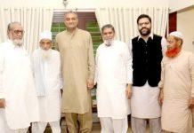 الحمید سیکنڈری اسکول کے ایڈمنسٹریٹر ڈاکٹر عبدالحمید کی جانب سے تحریک پاکستان کے کارکن ضامن نظامی کے اعزاز میں منعقدہ تقریب میں مہمانان کا گروپ فوٹو