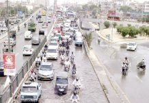 اسٹیڈیم روڈ کے قریب پانی جمع ہونے کی وجہ سے ٹریفک کی روانی متاثر ہے