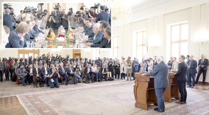تہران: جرمن وزیر خارجہ ہائیکو ماس ایرانی ہم منصب جواد ظریف کے ساتھ پریس کانفرنس کررہے ہیں' چھوٹی تصویر دونوں رہنماؤں کے درمیان ہونے والی ملاقات کی ہے
