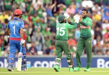 سائوتھمپٹن: ورلڈ کپ میں کھیلے گئے بنگلا دیش اور افغانستان کے درمیان میچ میں شکیب الحسن ،نجیب کو آئوٹ کرنے کے بعد خوشی کا اظہار کر رہے ہیں
