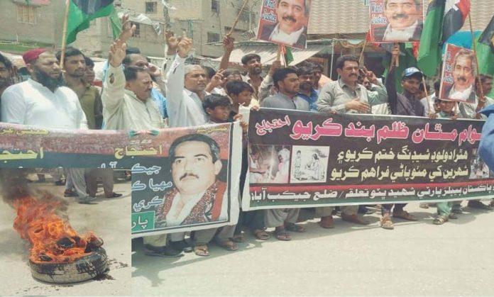 جیکب آباد : پی پی ش ب کی جانب سے ٹائر جلا کر لوڈشیڈنگ اور پینے کے پانی کی قلت کیخلاف احتجاج کیا جارہا ہے