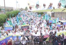 کراچی: جماعت اسلامی پاکستان کے جنرل سیکرٹری امیر العظیم کراچی کو عزت دو حقوق دو تحریک کے سلسلے میں احتجاجی مظاہرے سے خطاب کر رہے ہیں