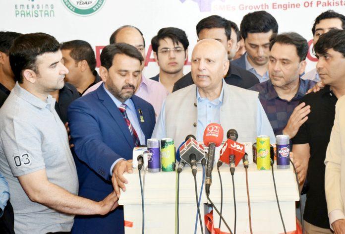 لاہور: گورنر پنجاب چودھری محمد سرورایکسپو سینٹر کے دورے کے بعد میڈیا سے گفتگو کررہے ہیں