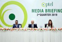 اسلام آباد، پی ٹی سی ایل کے صدر راشد خان، ندیم خان اور فریحہ طاہر شاہ کے ساتھ پریس کانفرنس کررہے ہیں