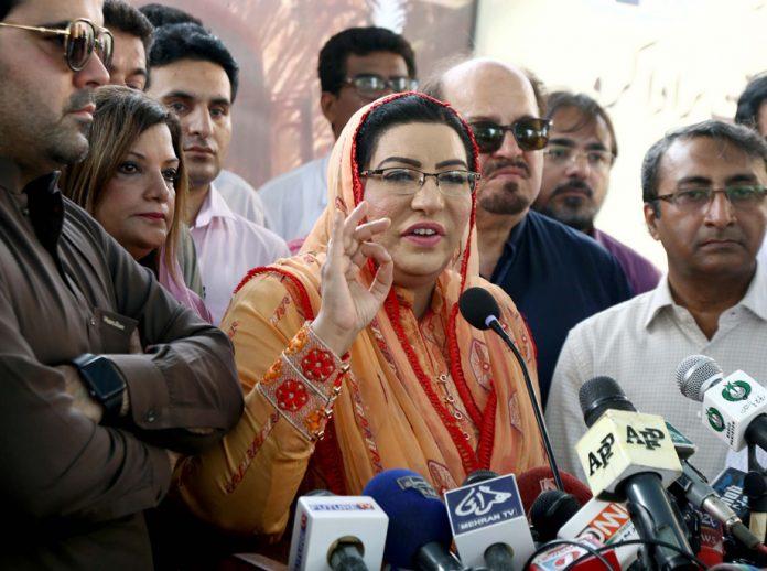کراچی،مشیر اطلاعات فردوس عاشق اعوان پریس کلب میں میڈیا سے بات چیت کررہی ہیں