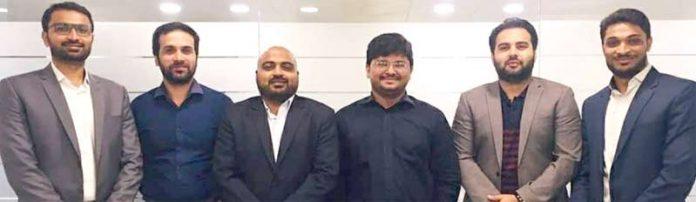 آئی ٹی کمپنی Ecretorzکے30سال مکمل ہونے کی خوشی میں سمیرشمسی کو مبارکباد دینے کے موقع پر امریکن پاکستان بزنس ڈیولپمنٹ فورم کے وفد کے اراکین سید نصیروجاہت،عمرفاروق،بلال فاروق اور دیگر کا گروپ فوٹو