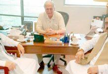 یونائیٹڈ گروپ کے چیئرمین حبیب اللہ زاہد سابق وفاقی وزیر انور سیف اللہ اور ہمایوں سیف اللہ سے ملاقات کررہے ہیں