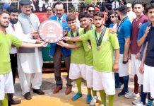 مانسہرہ: اسپیکر خیبر پختونخوا اسمبلی مشتاق غنی کیڈٹ کالج مانسہرہ میں سالانہ کھیلوں کے مقابلے میں انعامات تقسیم کرتے ہوئے