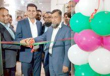 پاک قطر تکافل کے چیف ایگزیکٹو ناصر علی سید ایکسپو سینٹر میں نئی شاخ کا افتتاح کررہے ہیں
