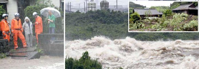 جاپان: سیلاب کے باعث دریا بپھر گیا ہے' امدادی کارکن پانی میں پھنسے شہریوں کو نکالنے کے لیے کارروائی کررہے ہیں