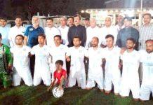 نیشنل فٹبال چیمپئن شپ کے آغاز کے موقع پرکھلاڑیوں کا مہمان خصوصی صوبائی وزیرشوکت علی یوسف زئی کے ساتھ لیاگیا گروپ فوٹو