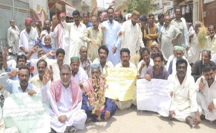 بدین،میرواہ ٹیل کے آبادگار نہروں پر رینجرز کے عدم تقرر پر احتجاج کررہے ہیں