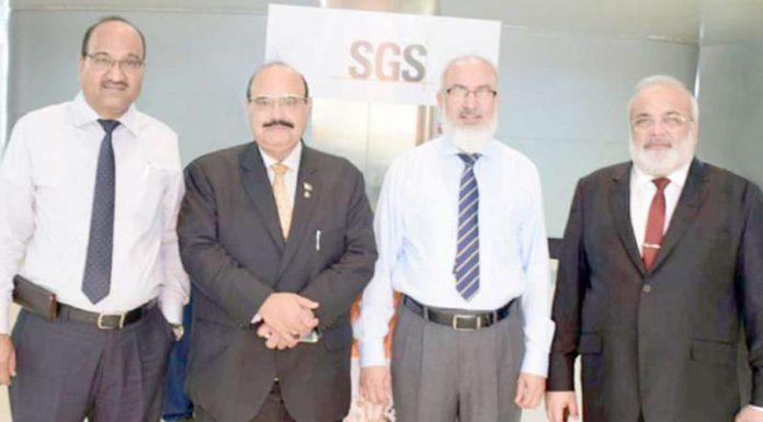 چیئرمین کیپ کوکب اقبال انسپکشن کمپنی ایس ایس جی سی کے منیجنگ ڈائریکٹر عبدالرزاق لاکھانی سے ملاقات کے موقع پر گروپ
