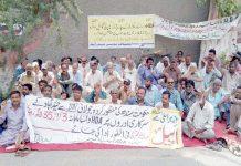 حیدرآباد،ایچ ڈی اے کے ملازمین واجبات کی عدم ادائیگی پر تیسرے روزبھی پریس کلب کے سامنے احتجاج کررہے ہیں