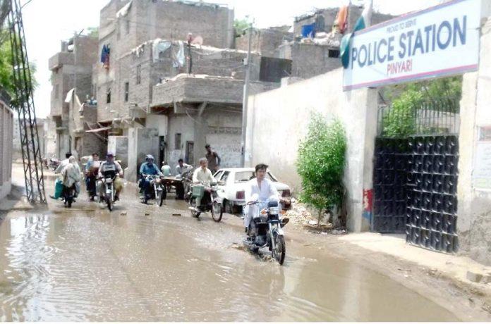 حیدرآباد،سیوریج کا پانی پنیاری پولیس اسٹیشن کے سامنے جمع ہے جو شہریوں اور اسٹاف کی آمدورفت میں مشکلات پیدا کررہاہے