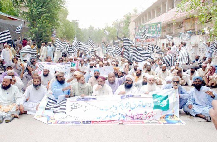 حیدرآباد،جمعیت علما اسلام (ف) کے تحت حکومت کے خلاف پریس کلب کے سامنے احتجاج کیا جارہا ہے