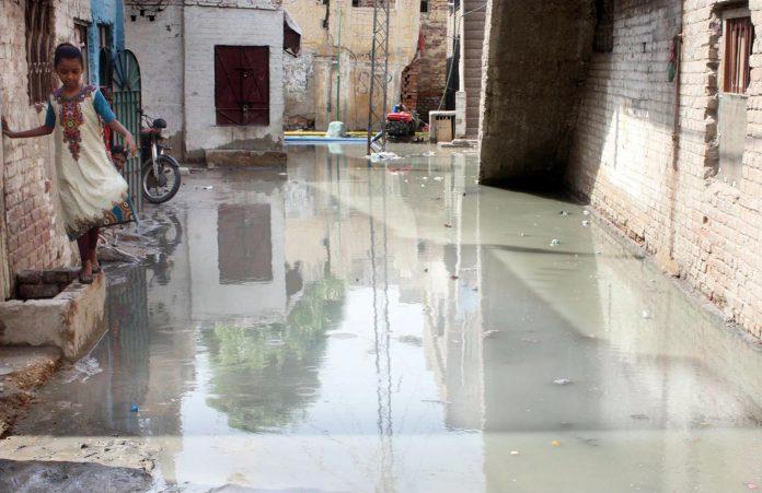 حیدرآباد، پھلیلی کنال میں ضرورت سے زائد پانی چھوڑنے پرگھر زیر آب آگئے ہیں