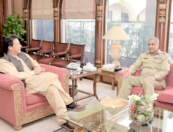 اسلام آباد: وزیرا عظم عمران خان سے آرمی چیف جنرل قمر جاوید باجوہ ملاقات کررہے ہیں
