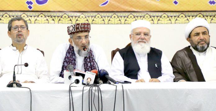 لاہور: منصورہ میں منعقدہ اجلاس کے بعد ملی یکجہتی کونسل کے صدر صاحبزادہ ابوالخیر ڈاکٹر محمد زبیر، سیکرٹری جنرل لیاقت بلوچ ودیگر رہنمائوں کے ساتھ پریس کانفرنس کررہے ہیں