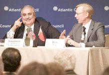 واشنگٹن: ایران کے لیے امریکی ایلچی برائن ہک اور بحرینی وزیر خارجہ خالد الخلیفہ مباحثے میں شریک ہیں