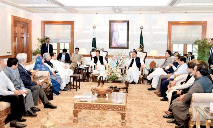 لاہور: وزیراعظم عمران خان سے لاہور چیمبر آف کامرس کا وفد ملاقات کررہاہے