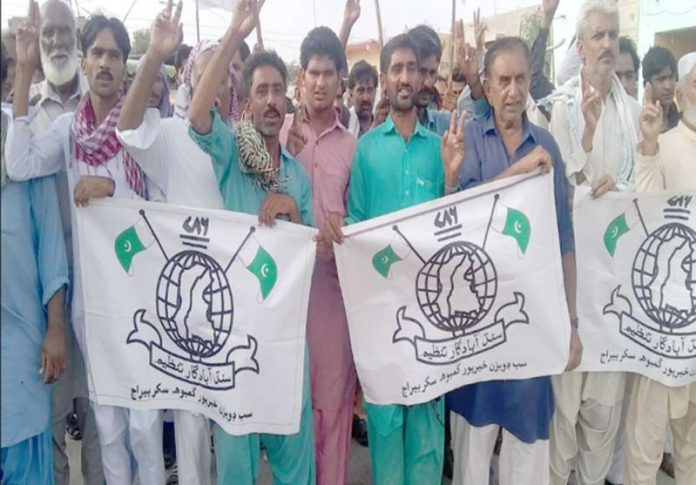 جھنڈو کے آبادگار پانی کی عدم فراہمی کے خلاف احتجاج کررہے ہیں