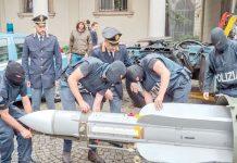 روم: اطالوی پولیس برآمد ہونے والا میزائل منتقل کررہے ہیں