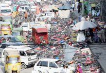 راولپنڈی،سکتھ روڈ پر غیرقانونی طورپر موٹرسائیکل کھڑی ہوئی ہیں جس سے ٹریفک کی روانی شدید متاثر ہورہی ہے