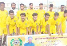 عبدالخالق بلوچ شہید فٹبال ٹورنامنٹ میں شریک ٹیم کا میچ سے قبل لیاگیا گروپ فوٹو