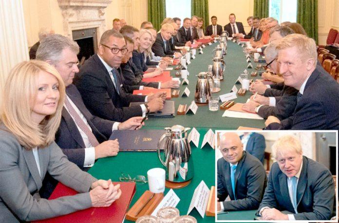 لندن: وزیراعظم بورس جانسن کابینہ کے پہلے اجلاس سے خطاب کررہے ہیں