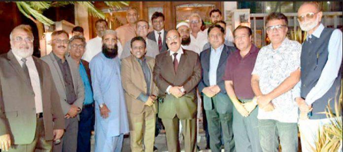 سعودی ائر لائن کے کنٹری منیجر پاکستان عسام اے الحابسی کے اعزاز میں عشایے کے موقع پرلیا گیا گروپ فوٹو