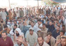 کوئٹہ ،تاجر حکومت کی جانب سے ظالمانہ ٹیکس کے نفاذ کیخلاف ہونے احتجاجی جلسے میں مقررین کا خطاب سن رہے ہیں