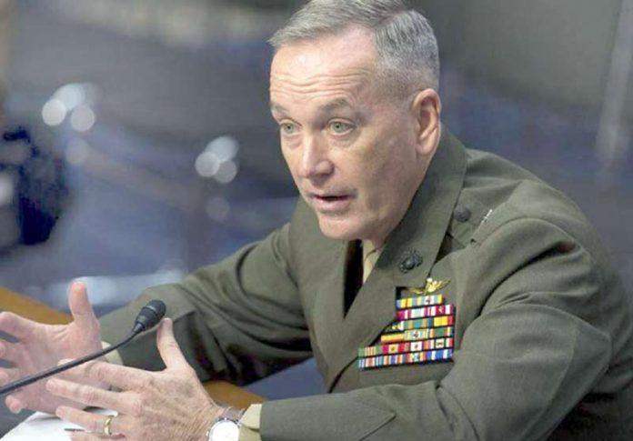 واشنگٹن: امریکی میرینز کے جنرل جوزف ڈینفورڈ صحافیوں سے گفتگو کررہے ہیں